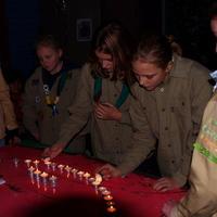 Installatie van nieuwe Padvindsters bij Scouting Look WIde